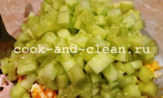 салат с огурцоы и консервированного тунца