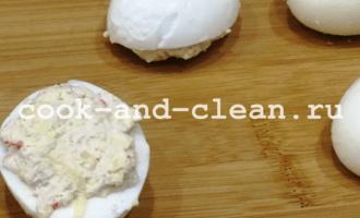 фаршированные яйца крабовыми палочками рецепт фото