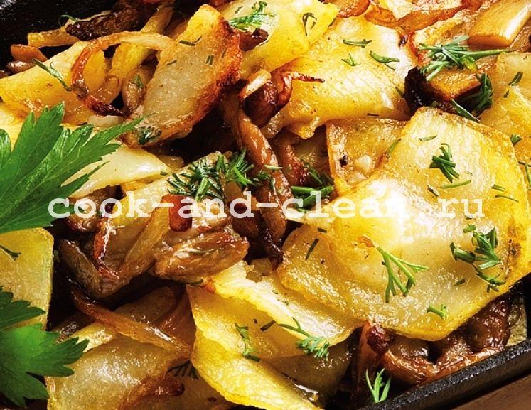 жареха с грибами и картошкой