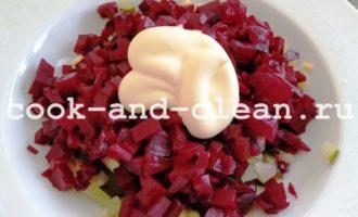 как приготовить салат из свеклы огурцов и сыра