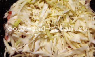 рецепт вкусной тушеной капусты с сосисками