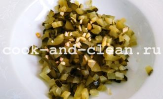 салат из свеклы, огурцов и сыра фото