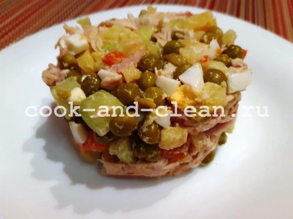 салат оливье со свежим огурцом