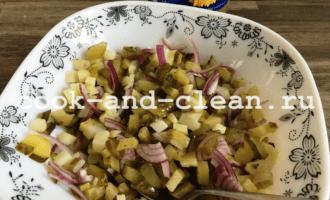салат с картофелем и солеными огурцами рецепт пошагово