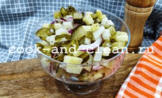 салат с картофелем и солеными огурцами