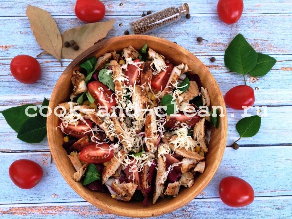 салат с куриным филе и кукурузой