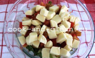салат с курицей моцареллой
