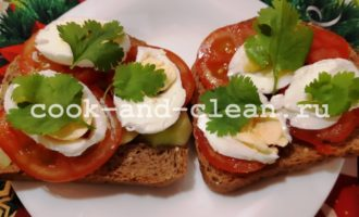 Бутерброд с овощами и яйцом