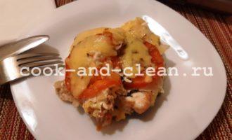 Горбуша запеченная с помидорами и сыром