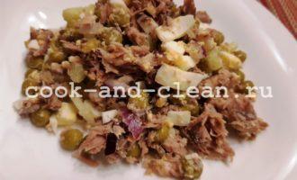 Салат с тунцом и горошком