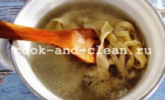 грибной суп с домашней лапшой фото