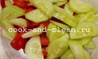 легкий овощной салат с пекинской капустой