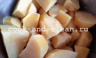 вареная картошка со сметаной и чесноком