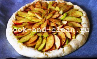дрожжевой открытый пирог с яблоками пошаговый рецепт