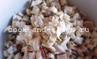 рецепт салата из кальмаров огурцов яйца