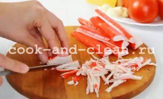 салат с крабовыми палочками легкий и быстрый