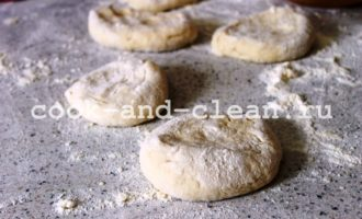 дрожжевые лепешки с сыром и зеленью