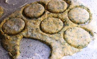 вкусное печенье с сыром и зеленью