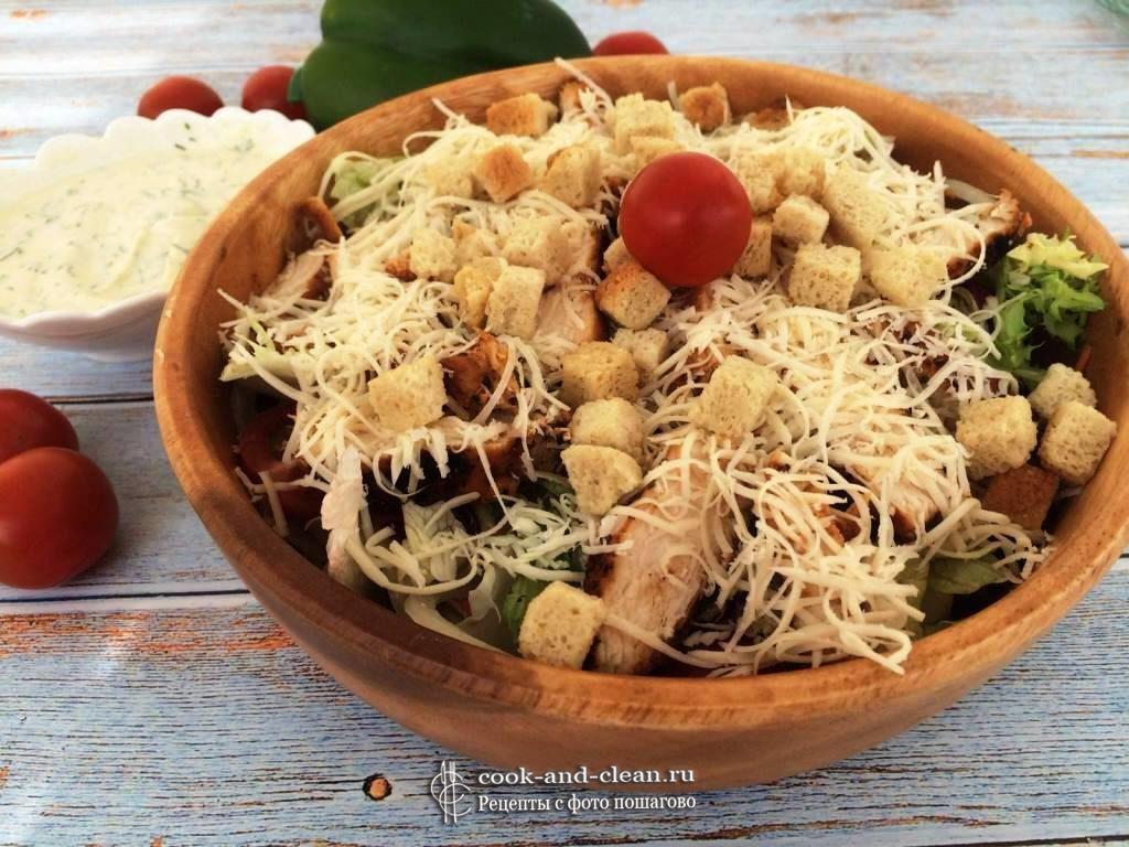 Вкусный салат с куриным филе
