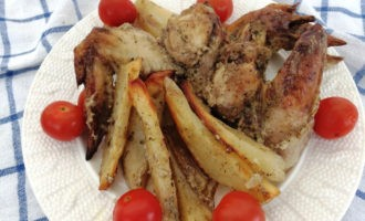Куриные крылья с картофелем