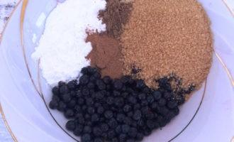 песочный пирог с ягодами с фото