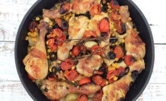 приготовить курицу с картошкой в духовке рецепт