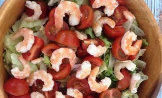 салат с креветками и перепелиными яйцами фото рецепт