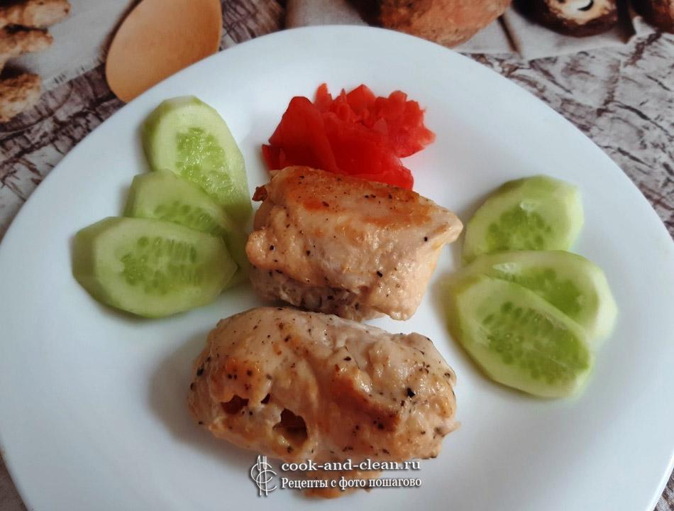 Куриные рулеты с помидором и сыром