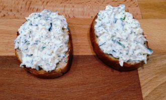 бутерброды со шпротами огурцом и сыром с фото
