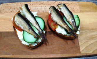 бутерброды со шпротами помидорами и огурцом пошаговый