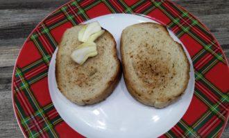 бутерброд со шпротами чесноком и огурцом фото