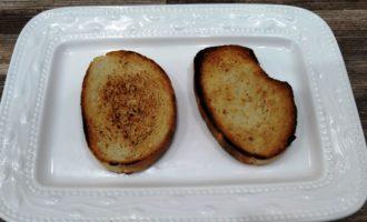 жареные бутерброды со шпротами и огурцом рецепт