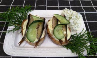 как приготовить бутерброды со шпротами и огурцом