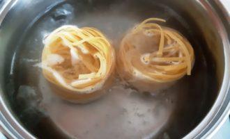 как приготовить гнезда с фаршем в духовке