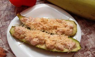 Запеченный кабачок с филе курицы