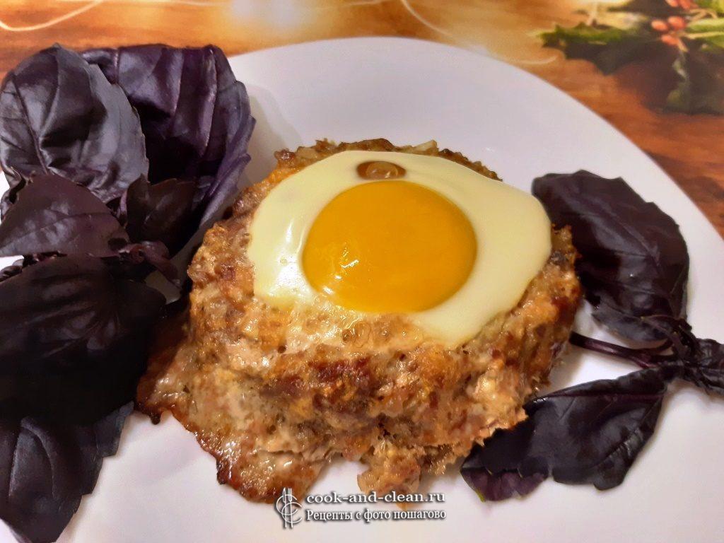 Мясные гнезда из фарша с яйцом