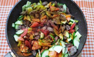 вкусное овощное рагу с куриными сердечками