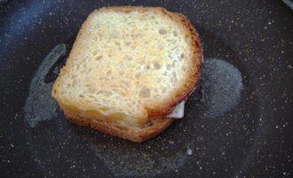 горячие бутерброды с сыром на сковороде пошаговый
