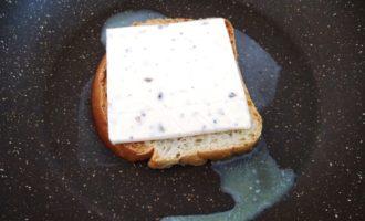 горячие бутерброды с сыром на сковороде с фото
