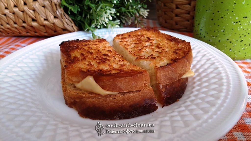 горячие бутерброды с сыром на сковороде