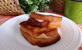 как приготовить горячие бутерброды с сыром на сковороде