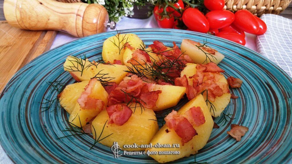 как приготовить молодой картофель с беконом