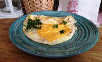 как приготовить омлет с курицей и сыром