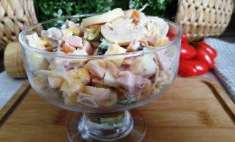как приготовить салат с копченой курицей и шампиньонами