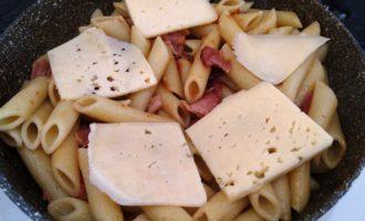 макароны с беконом и помидорами рецепт с фото