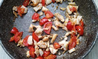 омлет с курицей и помидорами фото