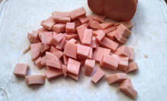 омлет с молоком и колбасой на сковороде рецепт
