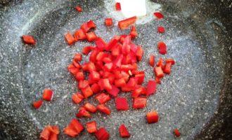 омлет с перцем на сковороде фото