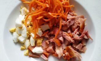салат с копченой курицей корейской морковью и помидорами фото