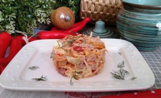 салат с копченой курицей корейской морковью и помидорами